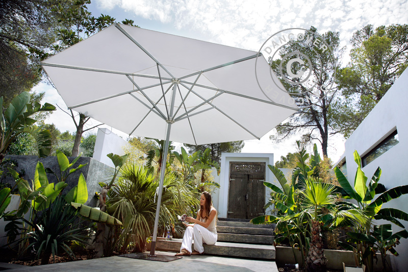 Sonnenschirme für Schatten und Komfort an sonnigen Sommertagen